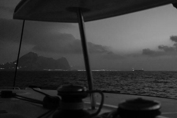 Sortie du détroit de Gibraltar, avant le lever du jour (photo F. AUGENDRE)